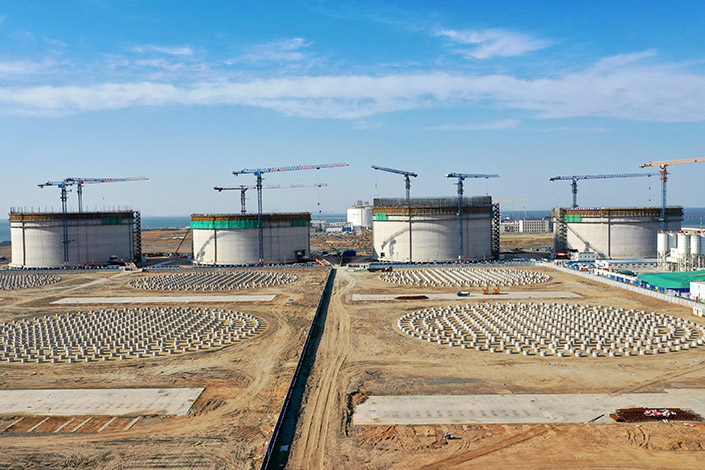 A large-scale LNG membrane tank in the northern city of Tianjin on June 7. Photo: VCG