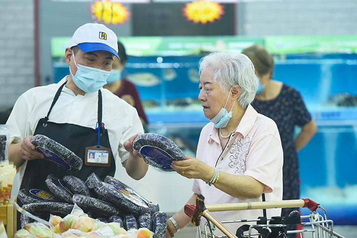 A breakdown of the CPI showed that food prices dropped 1.7% year-on-year, compared with a 0.3% increase in May. Photo: VCG
