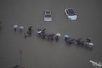河南郑州遇极端罕见暴雨 小时降雨量超200毫米