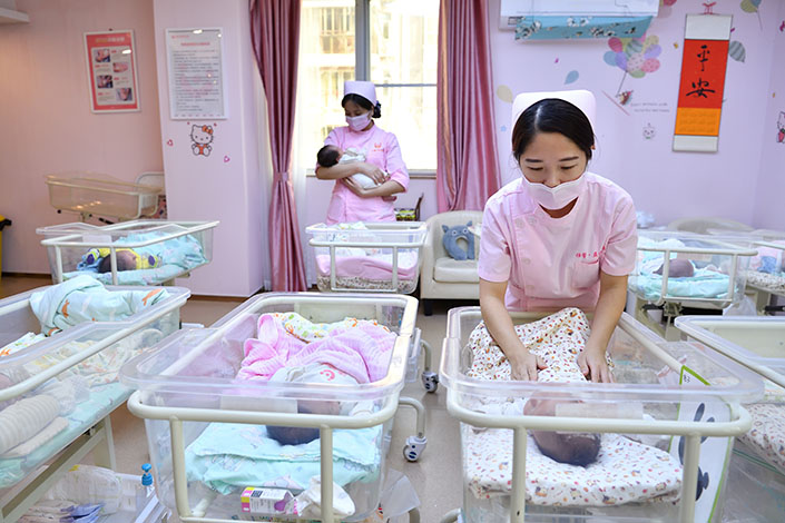 Staff take care of newborns at a maternity center in Zhuhai, South China's Guangdong province, on Jan. 18, 2020. Photo: VCG.