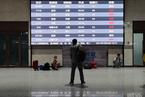途经郑州列车大面积停运,西安站旅客滞留|看见