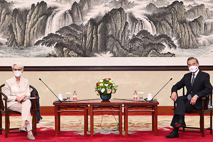 Foreign Minister Wang Yi (right) and U.S. Deputy Secretary of State Wendy Sherman. Photo: fmprc.gov.cn