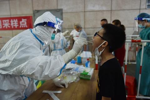最新疫情:全国新冠累计确诊93103例 累计接种新冠疫苗超16.69亿剂次