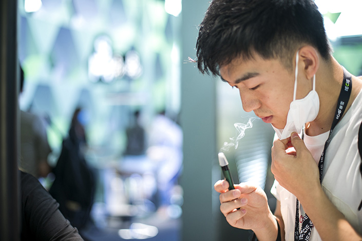 A man is trying an e-cigarette in Shanghai on May 18. Photo: VCG