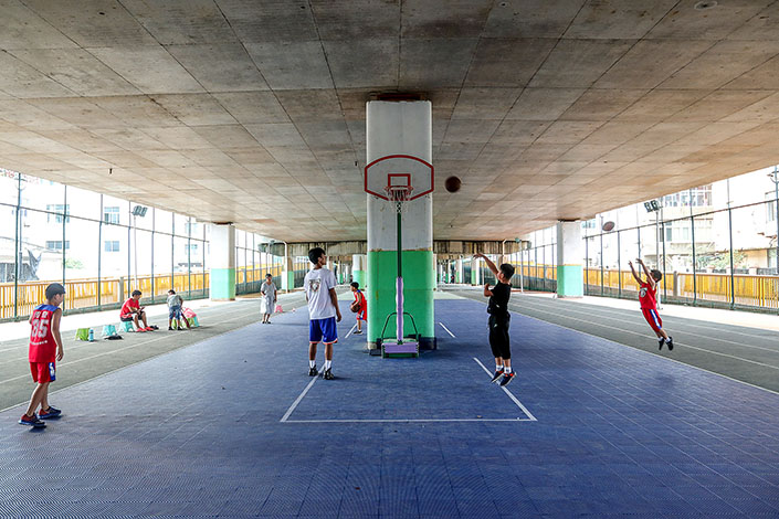 Teenagers play basketball in July 2018 in Taizhou, East China's Zhejiang province. Photo: VCG