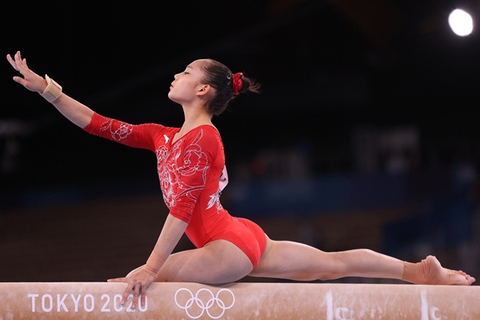 Guan Chenchen won the gold medal in the balance beam at the Tokyo Games.
