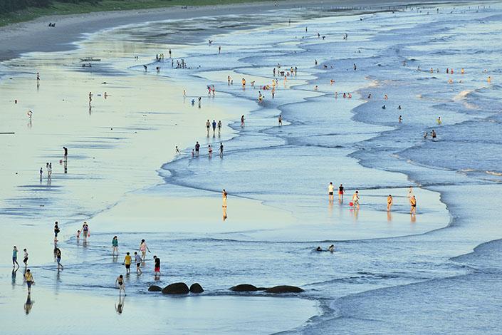 Visitors paddle in Nanshan Bay, Shantou, South China's Guangdong province. Photo: VCG