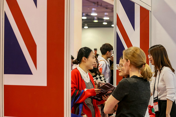 Students discuss studying in the U.K. at the 2019 China International Education Exhibition in Beijing in October 2019. Photo: VCG