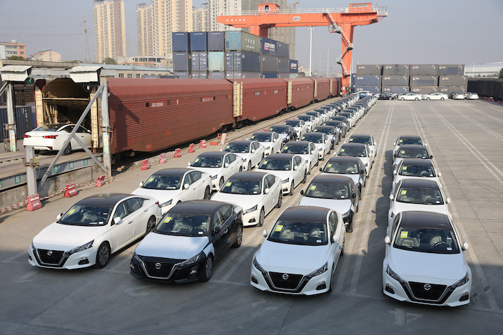 Dongfeng Motor Corp.'s vehicles being loaded to China Railway Special Cargo's containers in Xiangyang, Hubei, on Jan. 19, 2021.