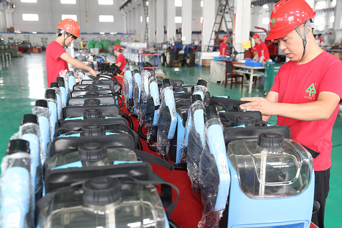 Workers assemble sprayers Tuesday in a factory of East China's Jiangsu province. Photo: VCG