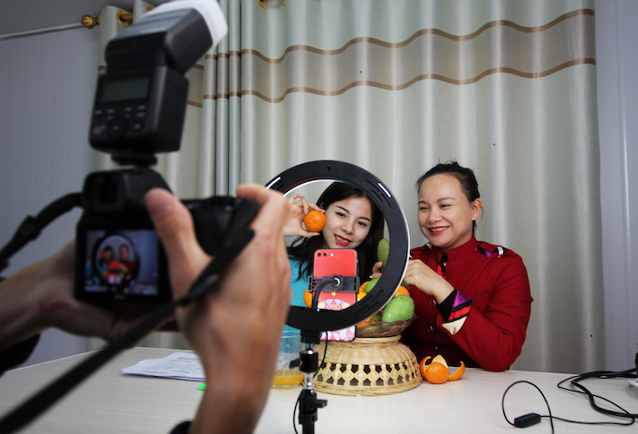 A livestreamer in Guangxi promotes local agricultural products.