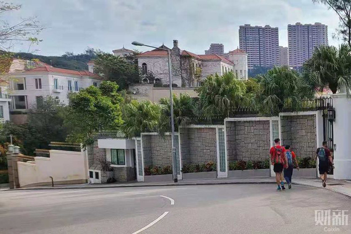 Hui Ka Yan's mansion in Hong Kong. Photo: Wang Duan/Caixin