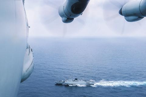 解放军在台湾岛西南海空域实战演练 出动作战舰艇轰炸机等