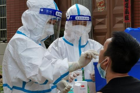 最新疫情:全国新冠累计确诊95623例 累计接种新冠疫苗超21.7亿剂次