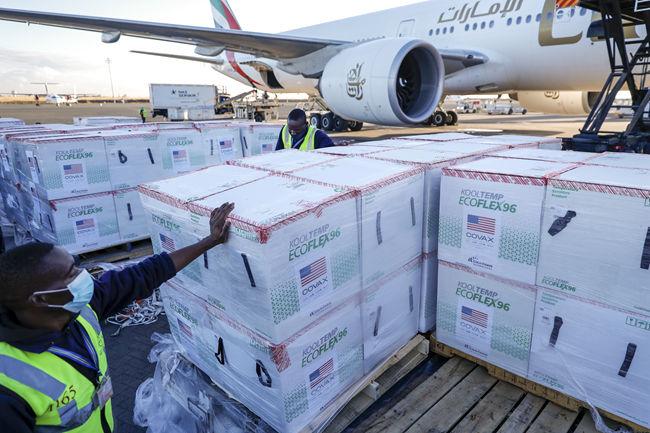 多国承诺疫苗捐赠加倍 巴西卫生部部长确诊新冠|大流行手记(9月22日)