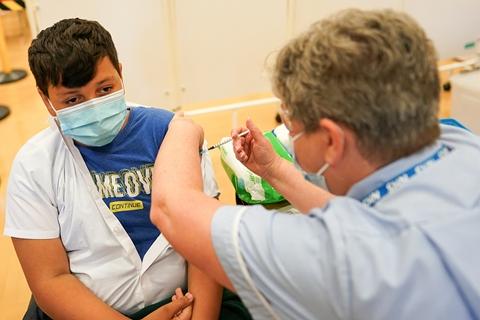 最新海外疫情:新冠感染超2.31亿 累计接种新冠疫苗超60.37亿剂次